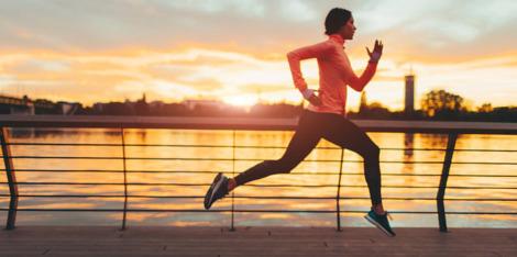 Kod kuće, na poslu, na putu do posla: ubacite sport u svakodnevni život i starite polako.