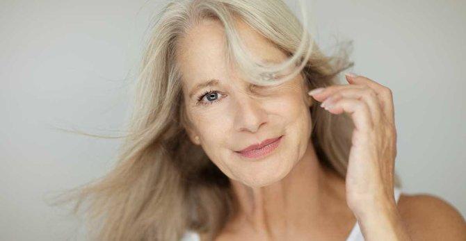 Valovi vrućine u menopauzi: uzroci, simptomi i kako se nositi s njima?